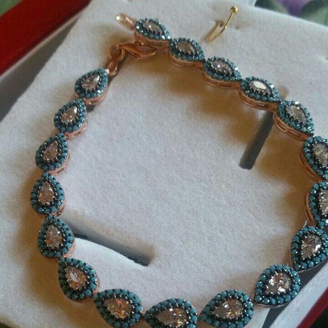 925 ayar gümüş mavi taşlı bileklik 150 TL  #takı #yüzük #düğün #silver #kolye #küpe #broş #imitasyon #elmas #hediye #hediyelik #doğumgünü #taki#takidepom#bileklik #gerdanlık #rose #love#sevgili#aşk #gümüş #925ayargümüş #kadin #hediye #hediyelik#takıtasarım #moda #inci #taktakistir#gümüşcü#silvers #bujiteri http://turkrazzi.com/ipost/1521795485248858120/?code=BUegO5XDSgI