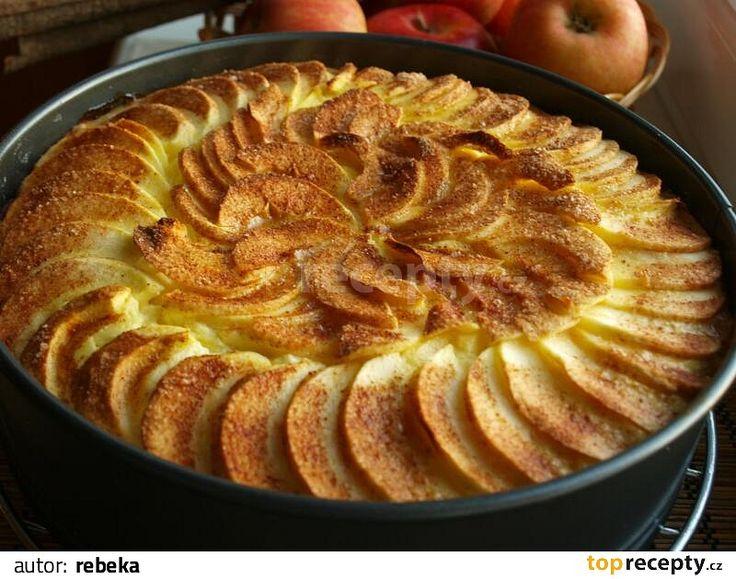 Suroviny na těsto v míse smícháme a vypracujeme těsto, které na 15 minut uložíme do ledničky. Poté těstem vyložíme vymazanou dortovou formu (o...