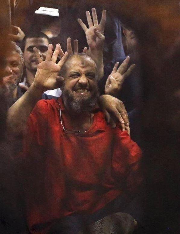 Mursi ve arkadaşlarının idamı kararını karşılaması