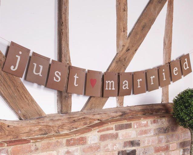passend zur Be Nature Serie: JUST MARRIED Girlande Kraftpapier als Eyecatcher für das Hochzeitsbuffet oder die Hochzeitslocation :-)