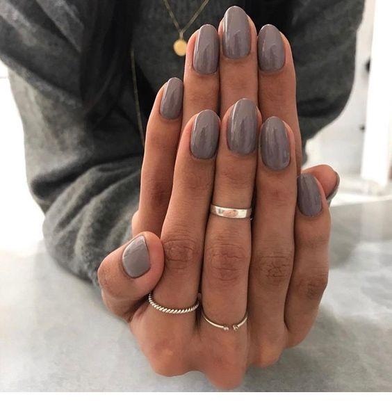 Graue Nägel und Ringe Inspirierende Damen #damen #graue #inspirierende #nagel