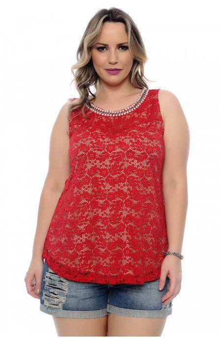 ece464f3e17c1 Blusa regata plus size em renda floral vermelha. Modelagem evasê sem manga.  Decote redondo