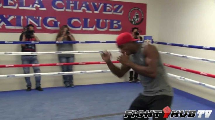 Erislandy Lara does light shadow boxing in this clip. It was in preparation for his bout with Alfredo Angulo which became a very exciting fight.