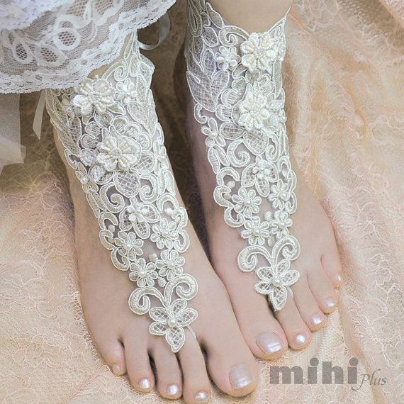 This listing is for a pair of Lace anklet. Perfect for your wedding, prom, party or other formal occasion.  • Free size, with adjustable ribbon so it fit most hand.   ( if you worry about the size please contact us, we can custom it to fit you.) • 100% brand new. • 3-5 days to hand make lace glove. :)