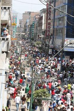 Gamarra, una de esas cosas que uno no ve venir... Impresionante. Metro cuadrado de un comercio cuesta el doble del de vivienda en la zona más exclusiva de Lima.