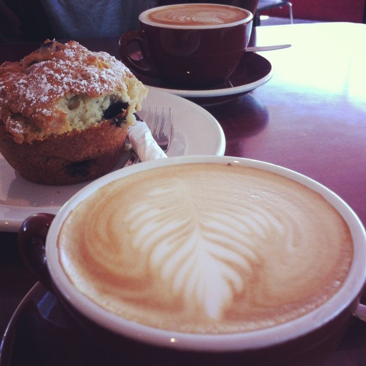 Flat white and blueberry muffin <3