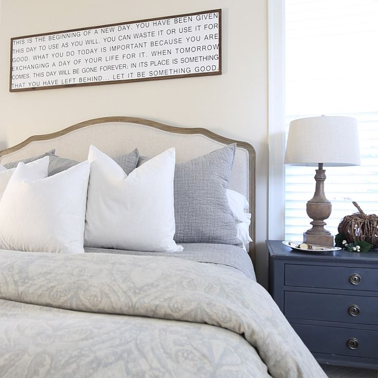 Best 25  Above bed decor ideas on Pinterest   Grey room decor  Grey room  and Shelf above bed. Best 25  Above bed decor ideas on Pinterest   Grey room decor
