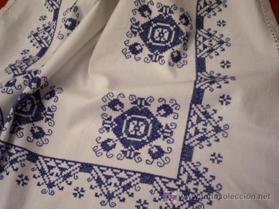 Mantel bordado en punto de cruz bordados pinterest - Manteles de punto de cruz ...