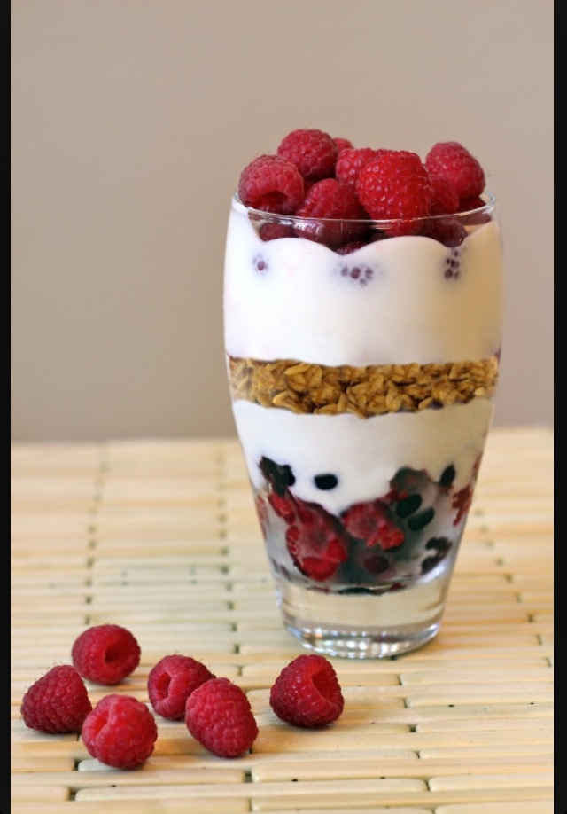 Muesli fruit and yohgurt