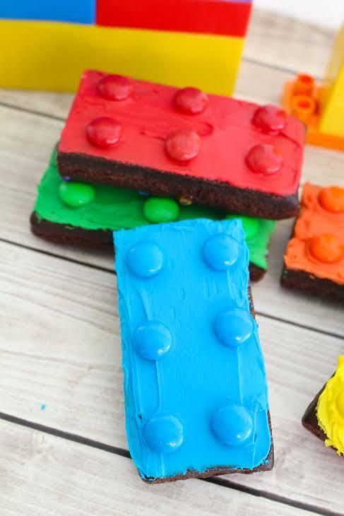 LEGO Brownies - NO BAKE! Put these together in just minutes for kids birthday parties, school classroom treats, etc.