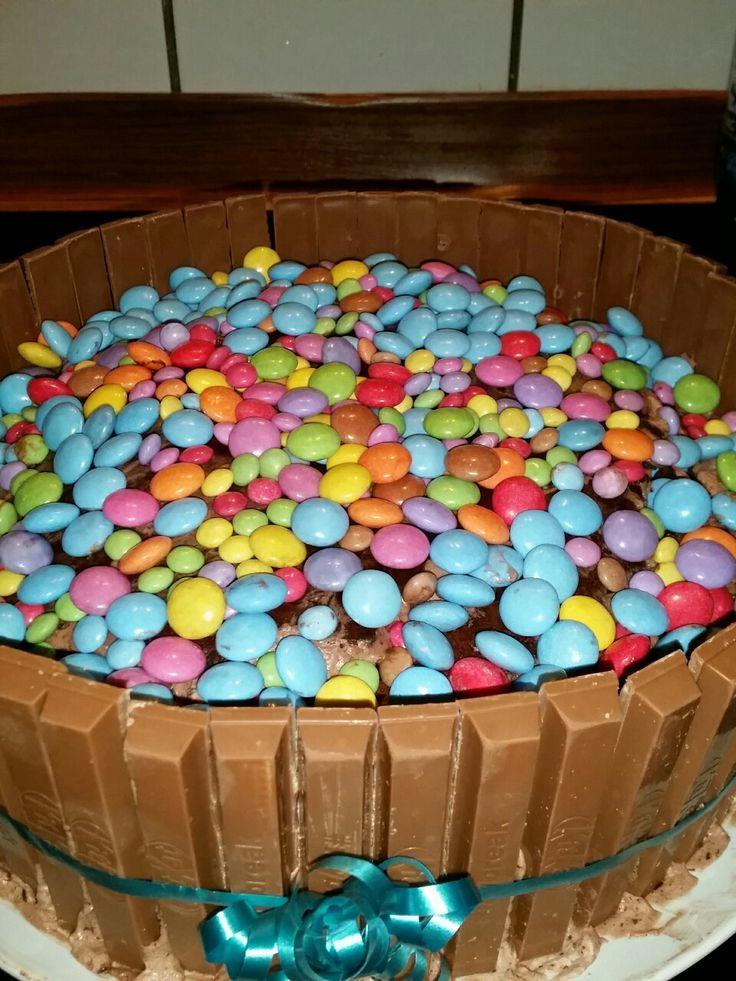 KitKat-Smarties-Kuchen zum Geburtstag