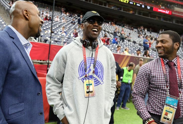 Terrell Owens has the stats to be a Hall of Famer, but some argue he doesn't have the character. (Matthew Emmons/USA TODAY Sports)  For the second year in a row, Terrell Owens was denied a spot in the Pro Football Hall of Fame, and while he's long maintained he doesn't care whether he's... http://usa.swengen.com/terrell-owens-again-takes-aim-at-cris-carter-after-second-hall-of-fame-snub/
