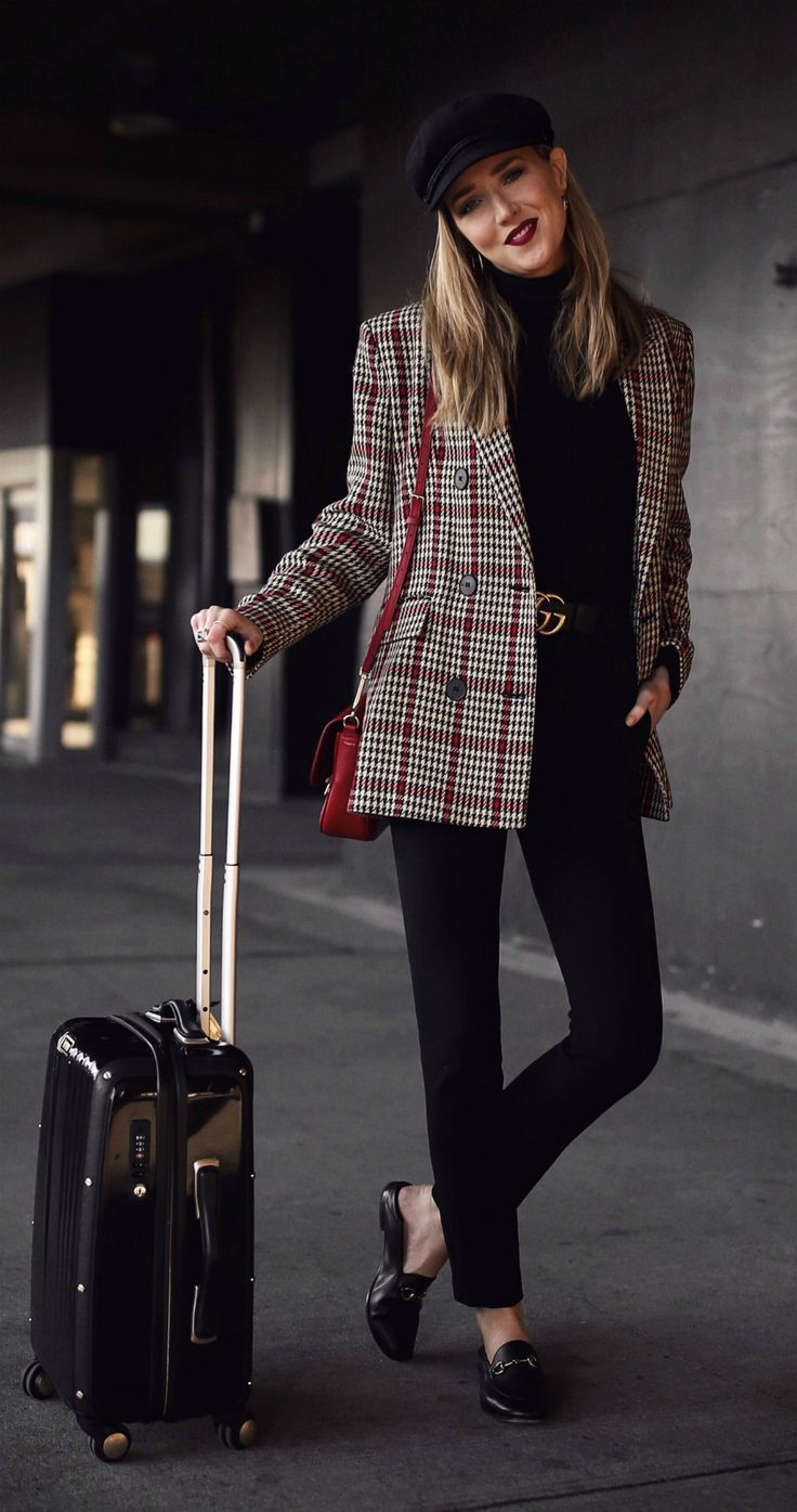 Perfect Travel Outfits // Oversized plaid blazer, black high-waisted pants, blac…