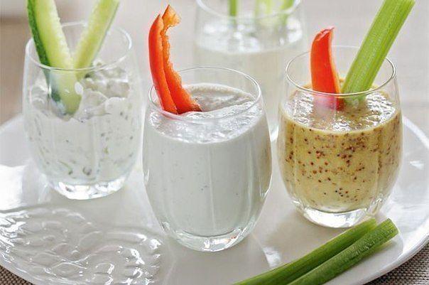 Чем заменить майонез?   Если по каким-либо причинам вы не употребляете майонез, ему найдется достойная замена - это соус, который не уступает майонезу, а наоборот, более полезен.   Заменяем майонез на соус:  3 ст ложки оливкового масла  1 ст ложка лимонного сока или яблочного уксуса  1 ч ложка горчицы  7 ст ложек сметаны  соль и перец - по вкусу.   Приготовление:  1. Смешиваем до однородной массы масло, лимонный сок , горчицу, соль, перец.  2. Добавляем сметану и перемешиваем.  3. Подходит…