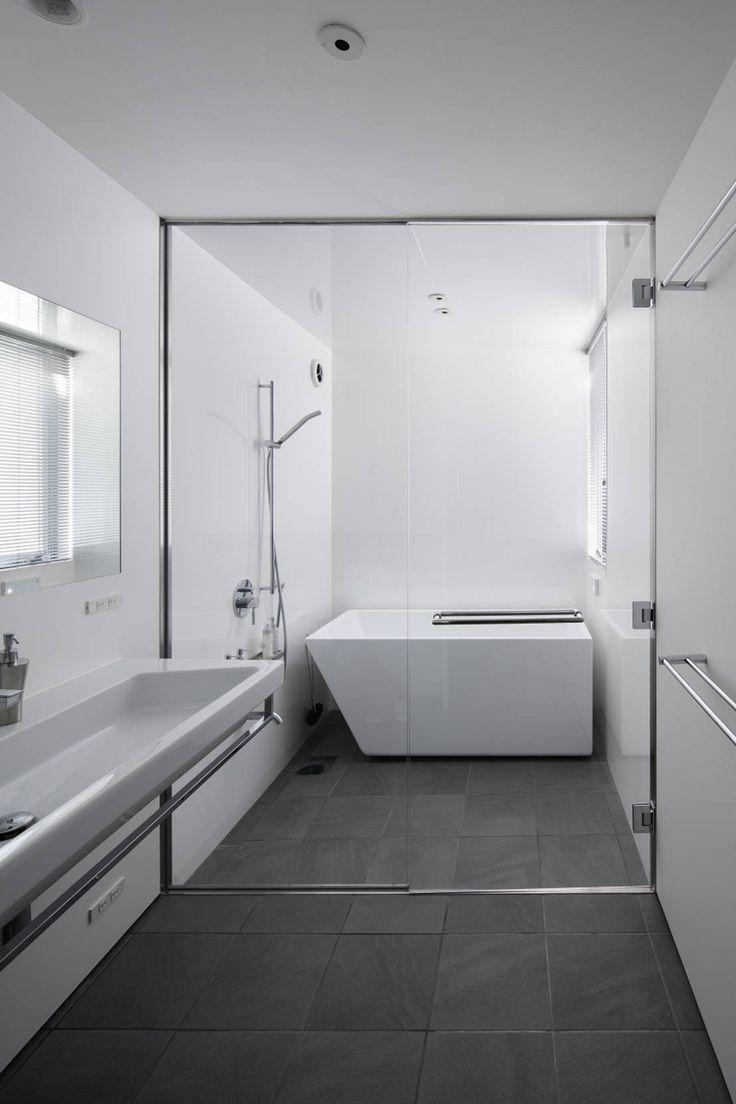 小さなバスルームを大きく使えるアイディアにトライしてみませんか。この記事では小さなバスルームの解決方法と題して、バスルー…