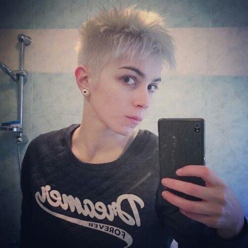 #hair #haircut #shorthair #shorthaircut #decolorazione #capelli #hair #tomboy #lesbian #greyhair #blondehair