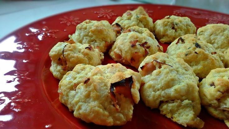 Cookies de bacon e queijo aromatizados com tomilho