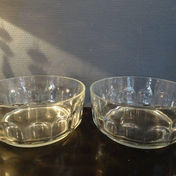 Twee glazen serveerschalen