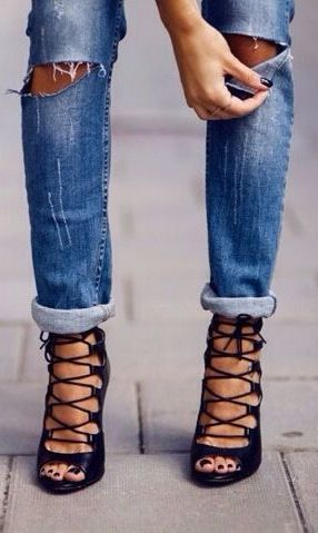 Lace up heels in black
