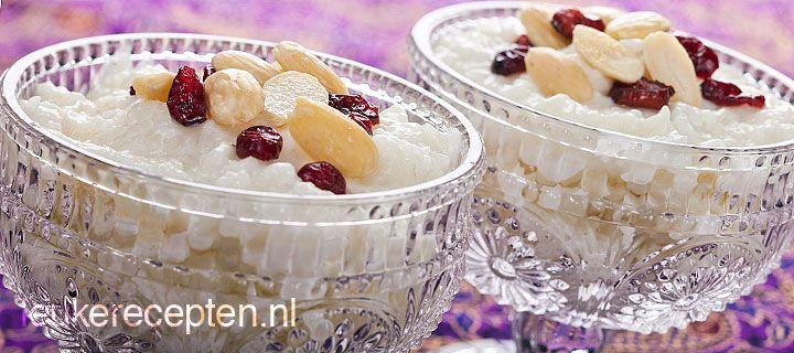 kheer - http://www.leukerecepten.nl/recepten/540-kheer-indiaas-rijstdessert