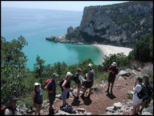 An alternative route to reach the beautiful beach of Cala Luna. --     Un percorso alternativo per visitare la spiaggia di Cala Luna