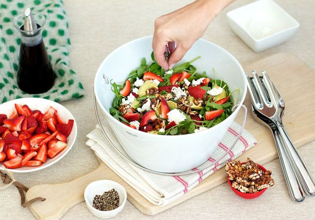 Strawberry, peanut brittle, avo and goats' cheese salad - Yuppiechef Magazine
