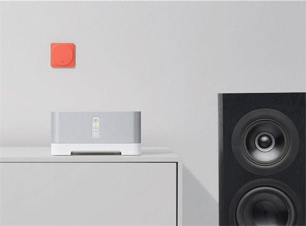 Logitech Pop - Après les télécommandes universelles Harmony, voici le bouton universel Logitech Pop pour les objets connectés. Il est évident que sortir son smartphone et lancer une app simplement pour allumer la lumière n'est pas une avancée technologique formidable. Alors qu'un interrupteur qui tom
