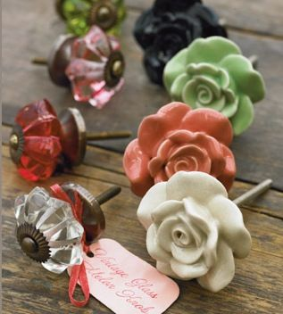 vintage door knobs ... Perfect. Love these for the kitchen, bathroom....