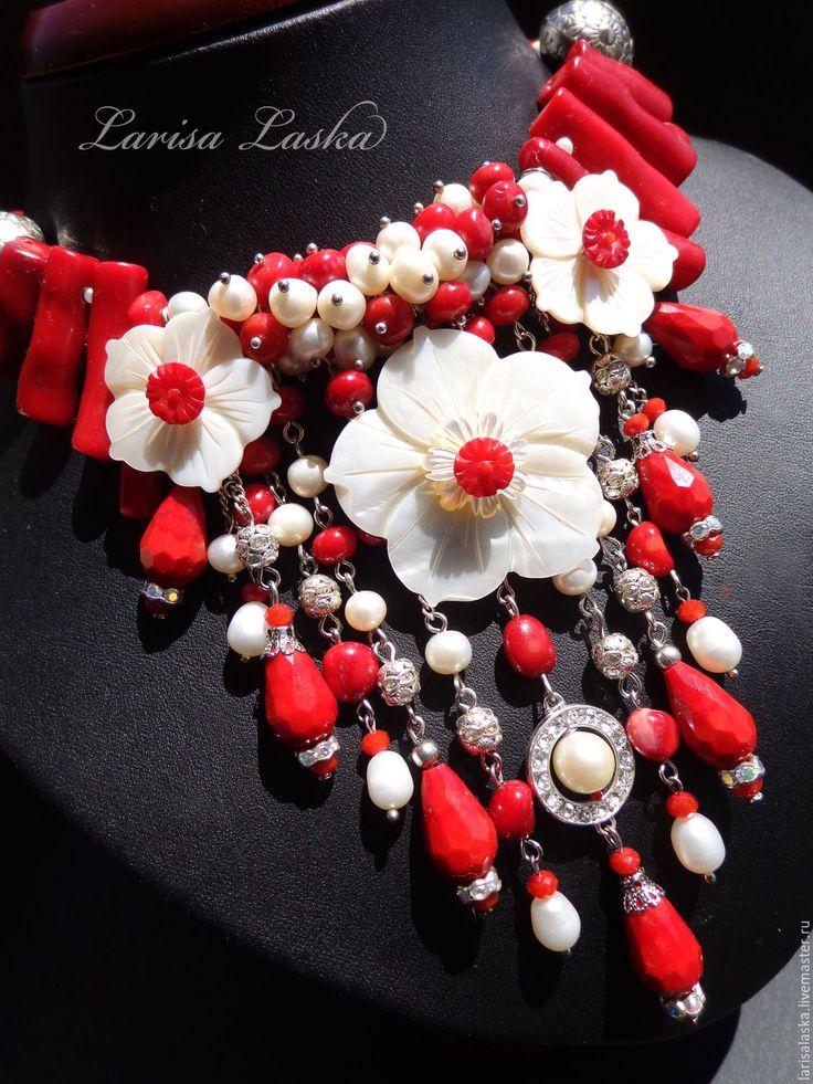 """Купить Колье из кораллов, жемчуга и перламутра """"Лютики- цветочки"""" - белый, натуральный перламутр, цветок"""