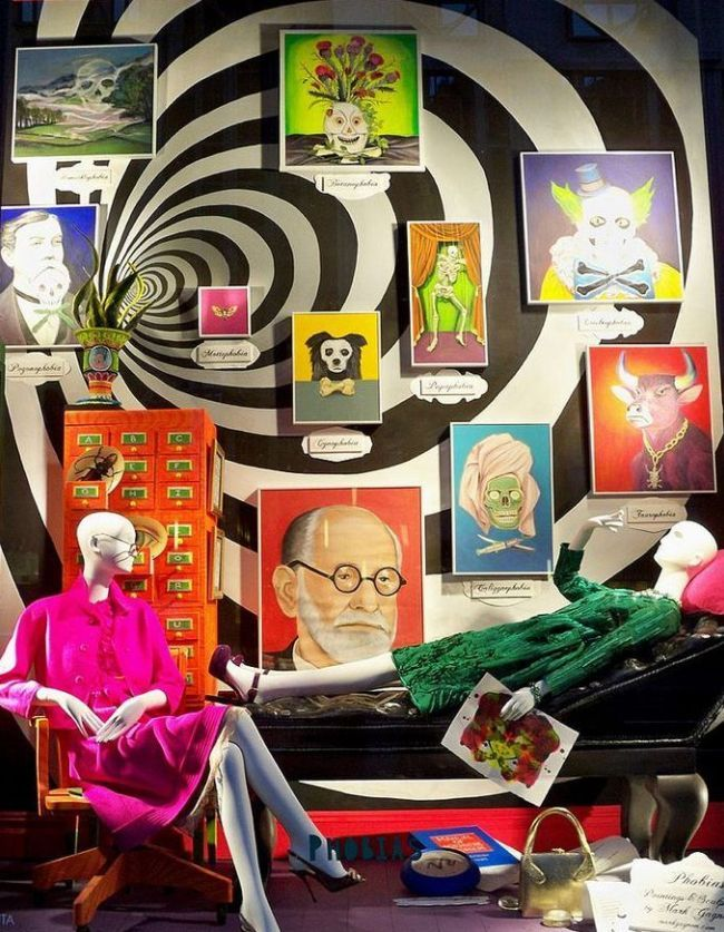 Манекен в интерьере магазина. Воссоздание сцены фильма. #декор #мебель #магазин #дизайн #витирина #оборудование #шопфитинг #shopfitting #disign #декор #fashion #стиль #оформление #детскиймир #манекен #манекены #торс