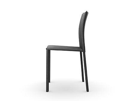 Conoscete già Giulia, la sedia #Arredo3 con struttura in metallo e rivestita in pelle rigenerata? Grazie ai 4 colori disponibili per le finiture, troverà sicuramente posto nella vostra #cucina… e perché no, anche nel vostro soggiorno. www.arredo3.it/sedie/moderno/giulia/