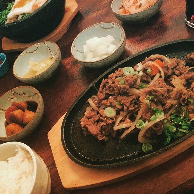 불고기 ~♥ 。 。 。 #food#meat#bulgogi#dinner#germany#korea#korean#model#ulzzang#모델#독일#불고기#맛있다#사진#韓国#セルカ#オルチャン#ドイツ人#ハーフ#友達#日本#ドイツ#モデル#プルコギ#食事#夕食#おいしい#料理#韓国料理#肉