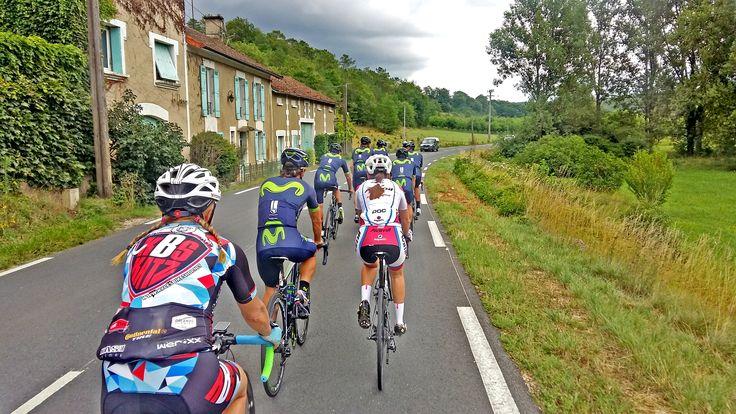 Entrenando con el equipo Movistar - Tour de Francia 2017.  El viaje en bicicleta al Tour de Francia de Bike Spain Tours es el viaje ideal para los aficionados al ciclismo, apasionados por el pelotón y obsesionados con el Tour de Francia.