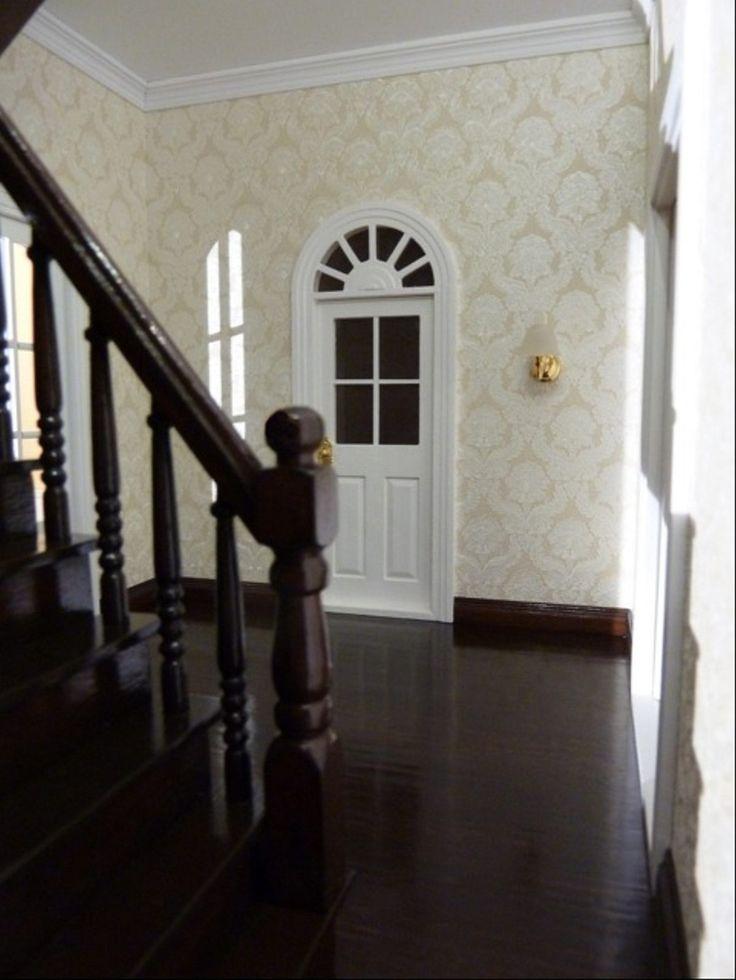 Mit freundlichen Grüßen, Beate B.  PS: Wenn Sie Ihren Mini Mundus Dielenfußboden (70770), die Fußbodenleisten (70510) und die Treppe (70125) ebenfalls in diesem edlen dunkelbraun-schwarz streichen möchten, dann nutzen Sie hierzu unsere neue und sehr hochwertige Lasur im Farbton Wenge (43009) und den Klarlack (43007).