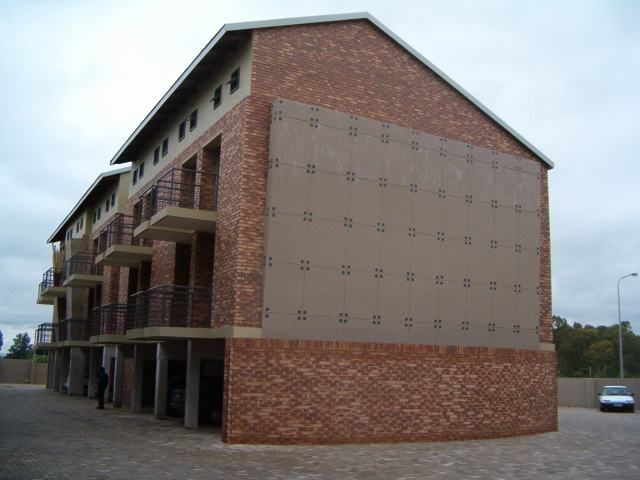 Unbelievable value in Potchefstroom - ZAR 315 000. Bachelor close to the North West University with rental contract.