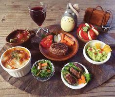 #かぼちゃグラタン#トマトスープ#ハンバーグ #アボカドディップ#ピーマンの肉詰め#カプレーゼ ・サラダ・#赤ワイン