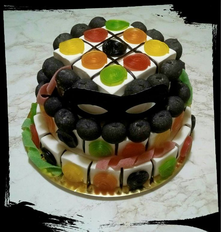 Torta Arlecchino per una perfetta festa in maschera! #torta #torte #caramelle #caramellegommose #marshmallow #candy #bonbon #carnevale #maschera #arlecchino #mask #carnival #colori #colors