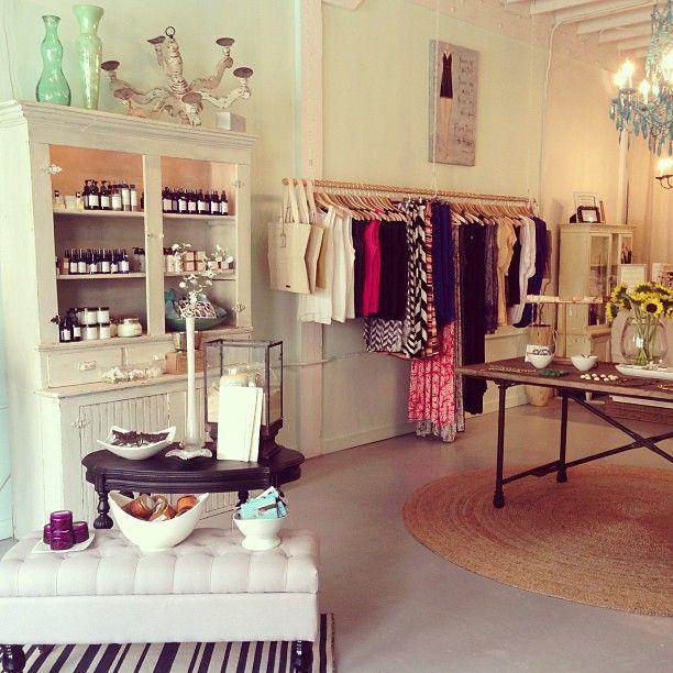 Boutique decoration id es de design d 39 int rieur for Boutique decoration interieur