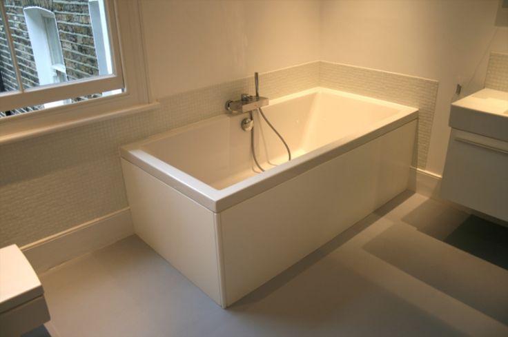 Škandinávsky štýl nezaprie veľmi svetlá kúpeľňa, plná bielej farby. Ani tu vás dlhé noci nerozosmutnia.