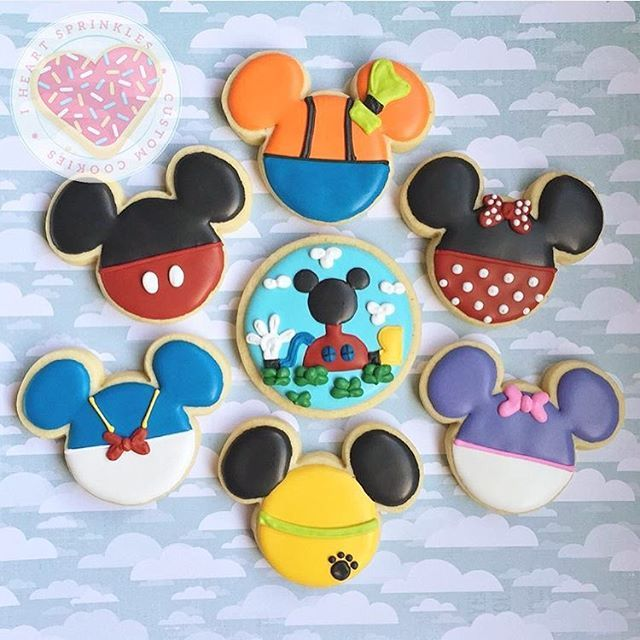 #flashbackfriday Watching Mickey Mouse clubhouse with my little guy, so I chose this set to share today. #mickeymouse #mickeymouseclubhouse #mickeymousecookies #cookies #customcookies #decoratedcookies #sugarcookies #iheartsprinkles #iheartsprinklescookies #sprinkles #minnie #minniemouse #donaldduck #disney #disneycookies