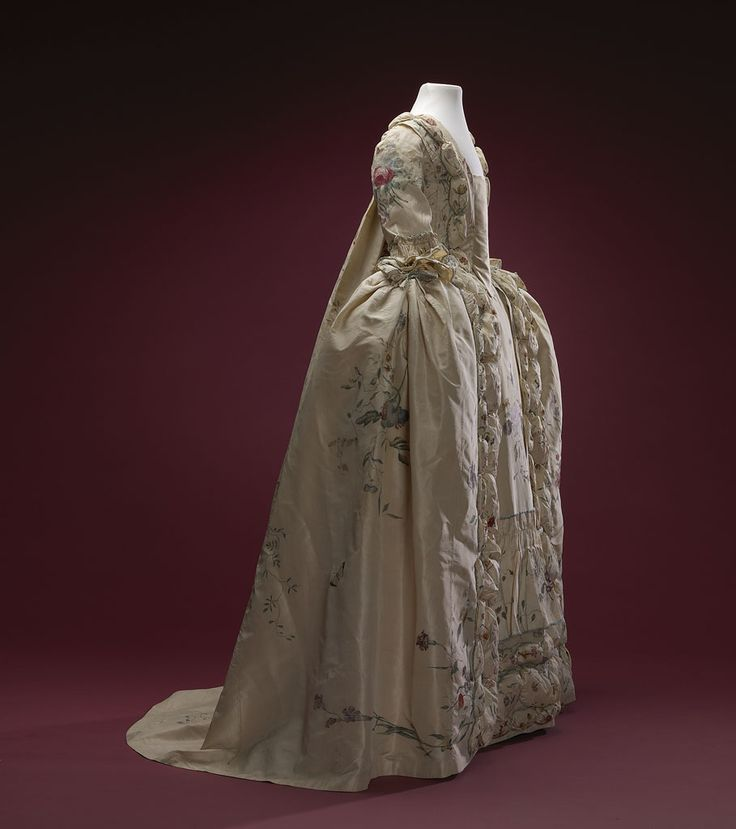 Side view, robe à la francaise, 1740-1760. Cream silk, beautifully hand-painted with floral motifs, flower sprays, birds and insects; self-fabric trimming, linen lining.