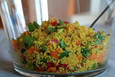 Marrokansk couscous servert med grillet kylling - Mat på bordet