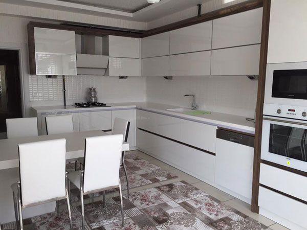 beyaz-akrilik-mutfak-dolaplari