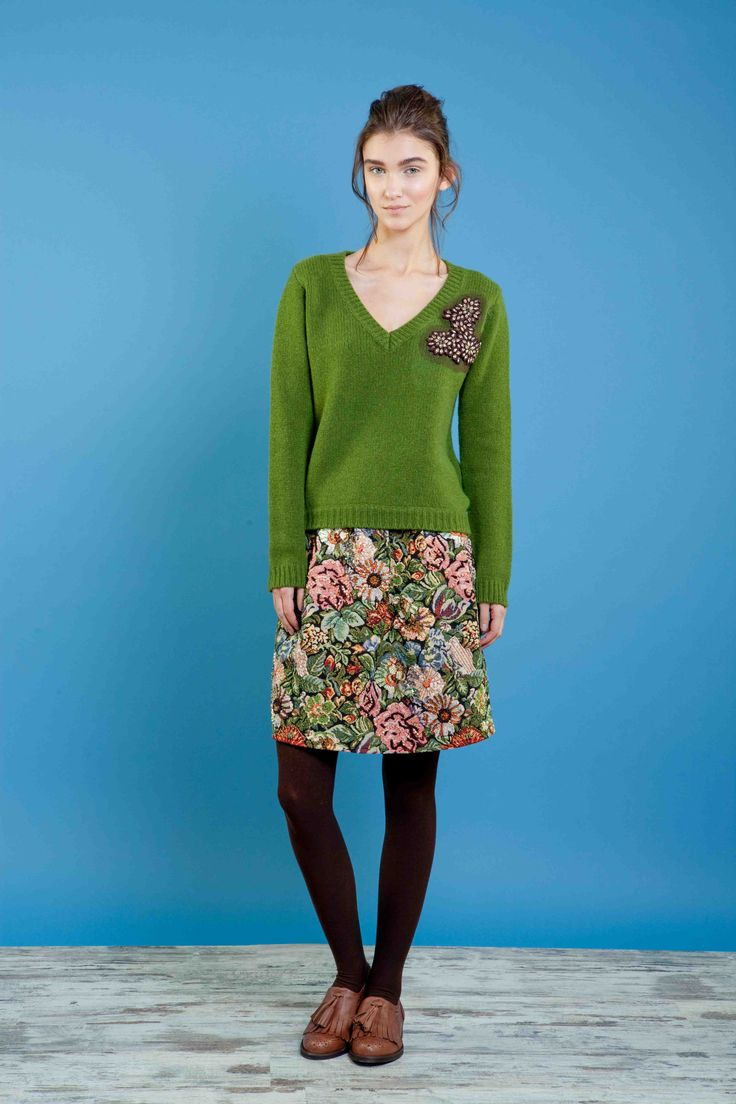Maglia ricamata in lana/yak, gonna in gobelin ricamata #bonton #princesse #metropolitaine #fashion #sweater #embroidery #skirt