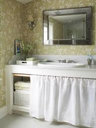 landelijke badkamer - kast met gordijn