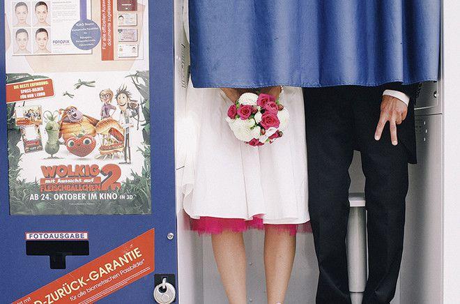rockabilly Braut mit pinkem Petticoat und Chucks zum Hochzeitskleid (www.noni-mode.de)