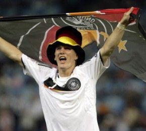 DFB-Elf im Finale - Halbfinal-Sieg - Mit einem Last-Minute-Tor hat die DFB-Elf das Finale der Fußball-EM erreicht.