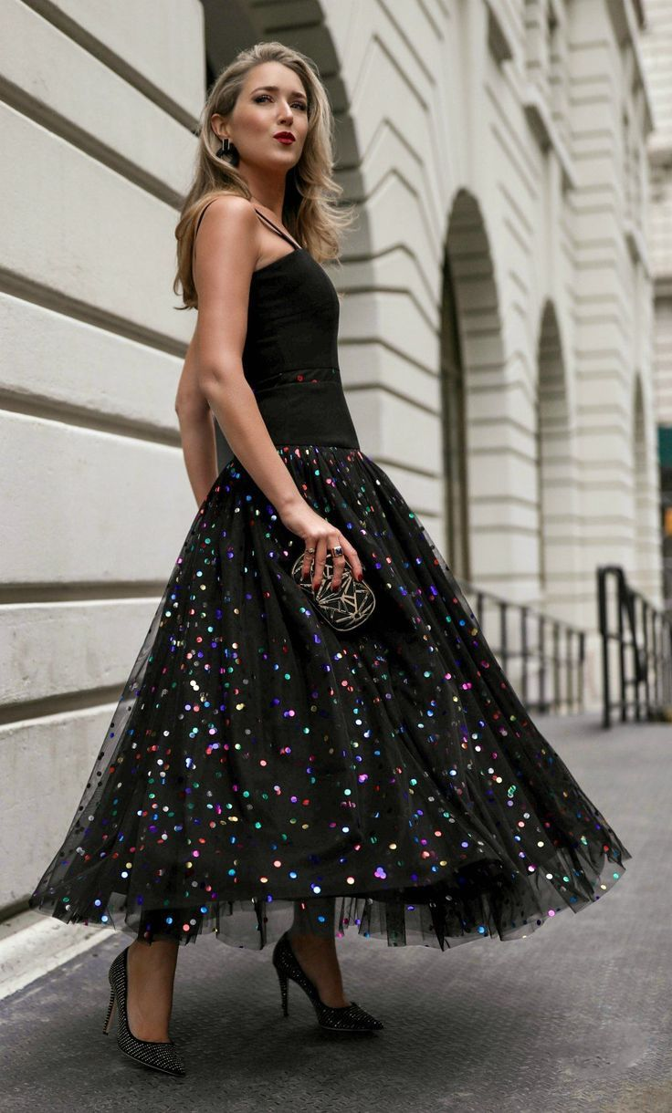 30 Dresses In 30 Days Day 29 Birthday Party Black Metallic Polka Dot Tulle Gown Black Gold Metal Clutch Pur Dresses Tulle Skirts Outfit Elegant Outfit [ 1220 x 736 Pixel ]