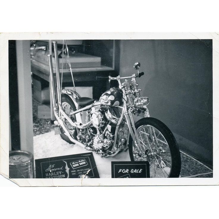 A simply beautiful #harley #panhead #showbike from '55. Photo from the 60's by #howardgribble ... #harleydavidson #custom #bikebuilder #photo #b&w #1960s #chopper
