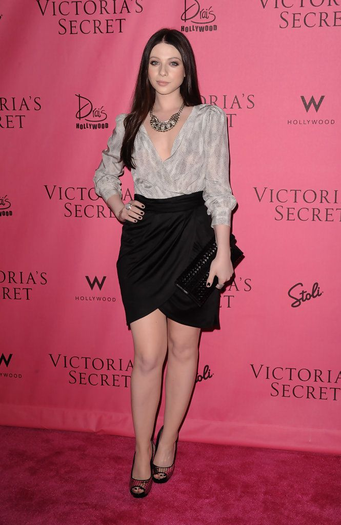 Michelle Trachtenberg Mini Skirt - Mini Skirt Lookbook - StyleBistro